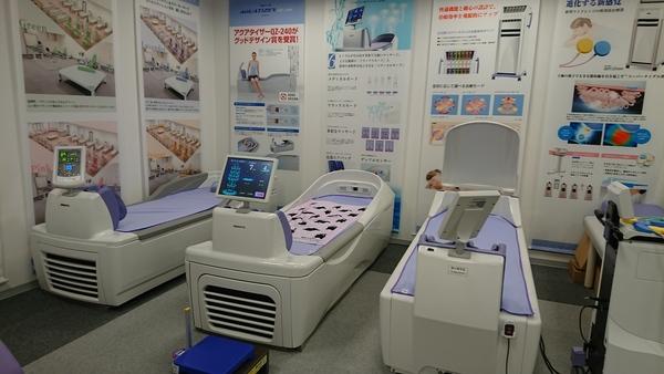 ミナト医科学千葉営業所で院長夫妻にウォーターベッドをご体感頂きました。