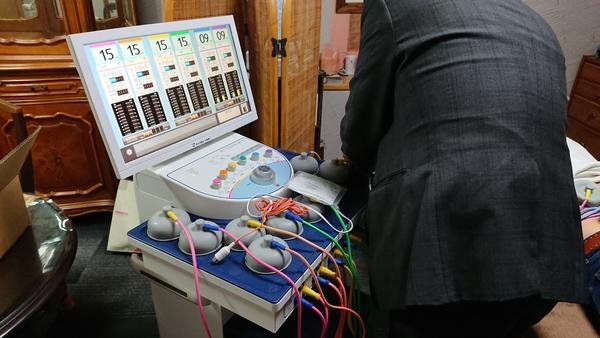 接骨院開業予定の先生とメーカーさんへ医療機器見学に行きました。