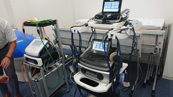 神奈川県で接骨院開業予定の先生と伊藤超短波横浜営業所にいます。