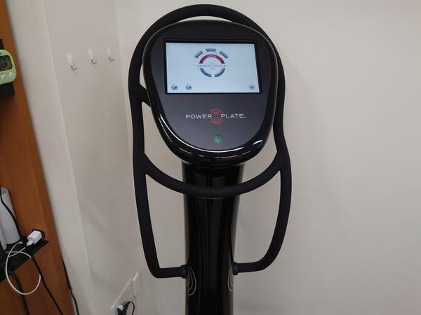 東京都の整骨院さんに全身振動マシン:パワープレートを納品させて頂きました。