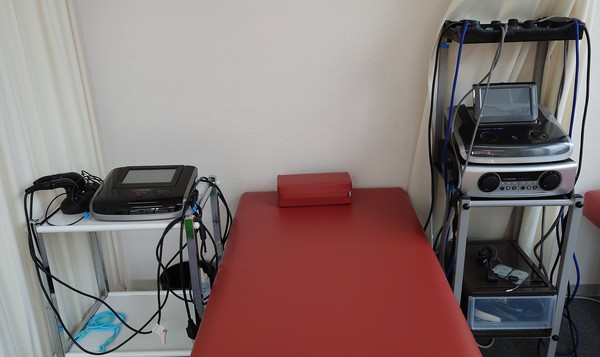 開業準備中の接骨院さんで医療機器をデモさせて頂きました。